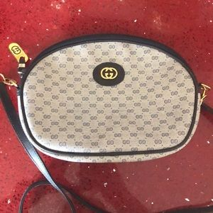 Vintage Gucci hand bag in excellent condition!